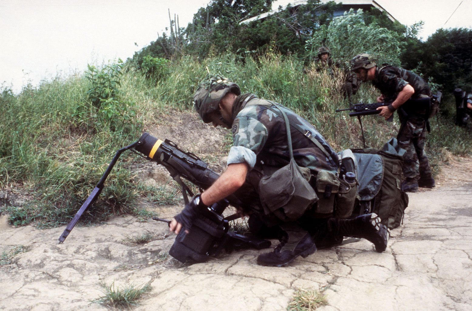 airborne heavy weapons in grenada.jpg