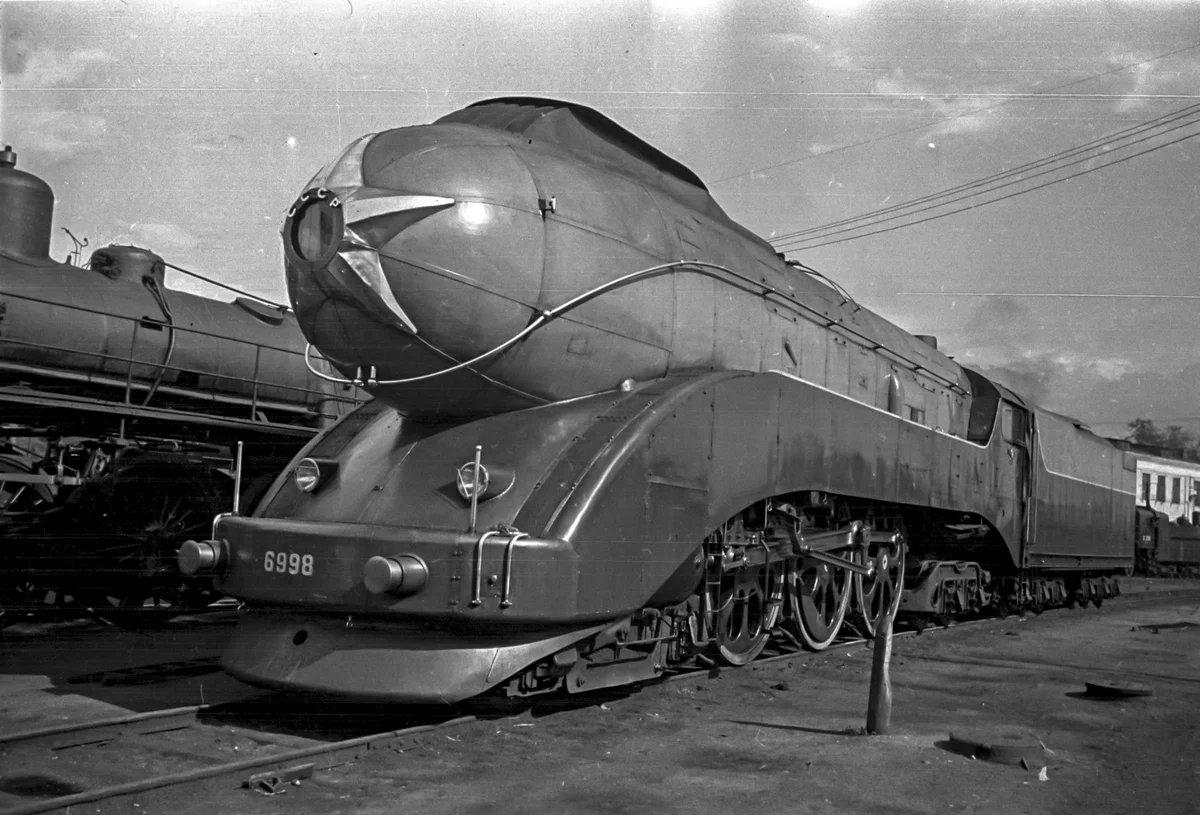 Steam Locomotive type 2-3-2 photo